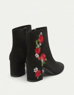 https://www.pullandbear.com/fr/bottines-à-talon-broderies-c0p500459501.html?search=broderie&page=1#040