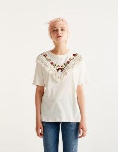 https://www.pullandbear.com/fr/t-shirt-broderie-fleurs-et-pompons-c0p500514523.html?search=broderie&page=1#805