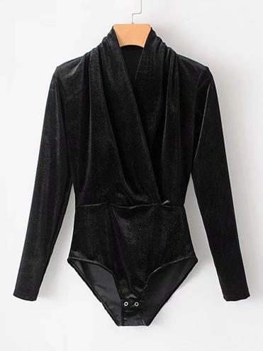 http://fr.shein.com/Surplice-Neckline-Velvet-Bodysuit-p-402104-cat-1882.html