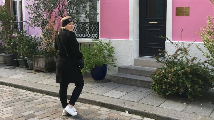Premièrement à cause du décor ! C'était la première fois que j'allais dans cette petite rue trop mignonne. La fameuse rue crémieux, elle est vraiment insolite car elle est caché dans toute cette masse de rue identiques. Par contre comme elle est assez connue, il a beaucoup de monde !