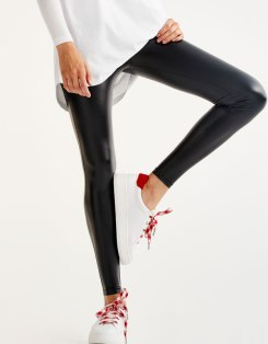 https://www.pullandbear.com/fr/legging-vinyle-c0p500407074.html?search=vinyle&page=1#800