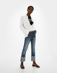 https://www.bershka.com/fr/femme/soldes/jeans/jean-coupe-droite-à-revers-c1010194036p101097413.html?colorId=428