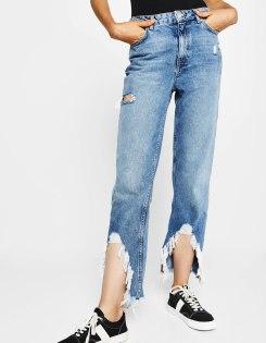 https://www.bershka.com/fr/femme/soldes/jeans/jean-mom-fit-ourlet-effiloché-c1010194036p101138104.html?colorId=428