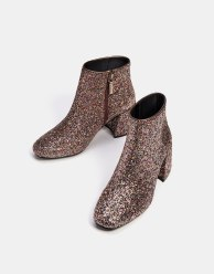 https://www.bershka.com/fr/femme/soldes/chaussures/bottines-à-talon-midi-brillants-c1010194021p101096492.html?colorId=203