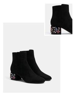 https://www.bershka.com/fr/femme/soldes/chaussures/bottines-à-talon-moyen-bijoux-c1010194021p101148506.html?colorId=040