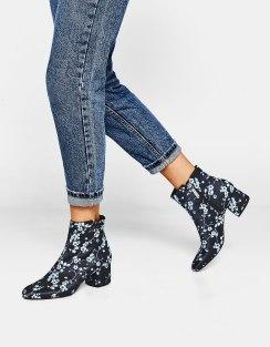 https://www.bershka.com/fr/femme/soldes/chaussures/bottines-à-talon-moyen-imprimé-c1010194021p101191501.html?colorId=009&stylismId=01