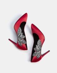 https://www.bershka.com/fr/femme/soldes/chaussures/escarpins-à-talon-fin-en-satin-avec-bijoux-c1010194021p101096426.html?colorId=020