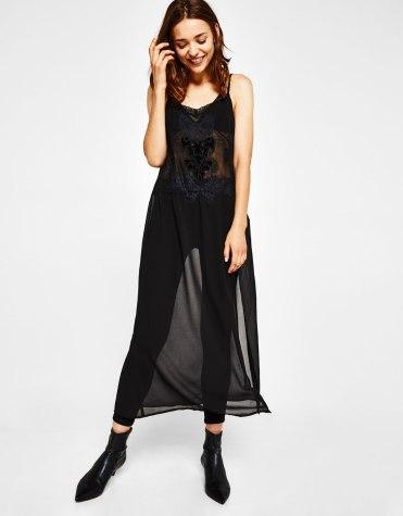 https://www.bershka.com/fr/femme/soldes/robes-et-salopettes/robe-brodée-avec-velours-c1010194034p101138421.html?colorId=800