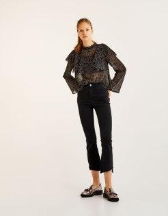 https://www.pullandbear.com/fr/femme/soldes/vêtements/blouses-et-chemises/blouse-crop-manches-évasées-c29019p500320021.html?SALES#407