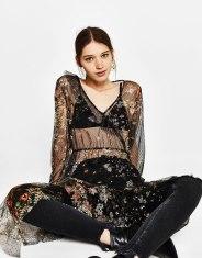https://www.bershka.com/fr/femme/soldes/robes-et-salopettes/robe-en-tulle-à-fleurs-imprimées-c1010194034p101234551.html?colorId=810