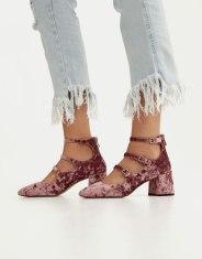 https://www.pullandbear.com/fr/femme/soldes/chaussures/chaussures-à-talon/escarpin-talon-velours-c669004p500288345.html?SALES#050s01