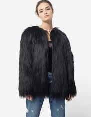 https://www.stradivarius.com/fr/femme/soldes/vêtements/manteaux/tous/manteau-en-fausse-fourrure-à-poils-longs-c1020040566p300442508.html?colorId=001