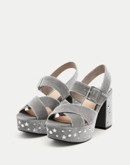 https://www.pullandbear.com/fr/femme/soldes/chaussures/tout-afficher/sandale-talon-perles-fantaisie-c670007p500287281.html?SALES#088