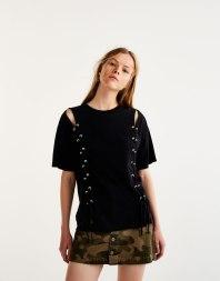 https://www.pullandbear.com/fr/femme/soldes/vêtements/t-shirts/t-shirt-lacé-devant-c29020p500374081.html?SALES#800