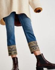 https://www.pullandbear.com/fr/femme/soldes/vêtements/jeans/jean-cigarette-fit-bas-jacquard-c29022p500473053.html?SALES#400