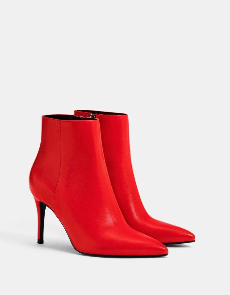 https://www.bershka.com/fr/femme/chaussures/bottes-et-bottines/bottines-à-talon-et-bout-pointu-c1010193193p101316006.html?colorId=020