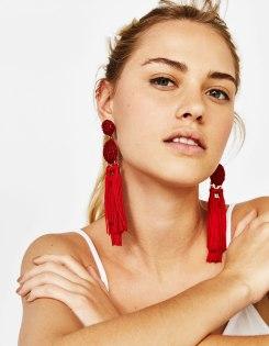 https://www.bershka.com/fr/femme/vêtements/boucles-d%27oreilles-pendantes-avec-franges-c1010223501p101316574.html?colorId=600