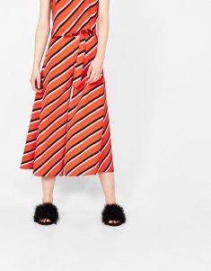 https://www.bershka.com/fr/jupe-culotte-large-à-rayures/jupe-culotte-large-à-rayures-c1010281505p101453502.html?colorId=600
