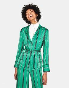 https://www.bershka.com/fr/femme/vêtements/veste-à-rayures-avec-ceinture-c1010223501p101443015.html?colorId=500