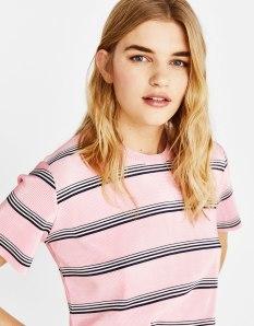https://www.bershka.com/fr/t-shirt-plissé-à-rayures/t-shirt-plissé-à-rayures-c1010281505p101449515.html?colorId=146