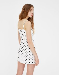 https://www.pullandbear.com/fr/robe-manches-courtes-pois-c0p500723037.html?search=pois&page=1#800